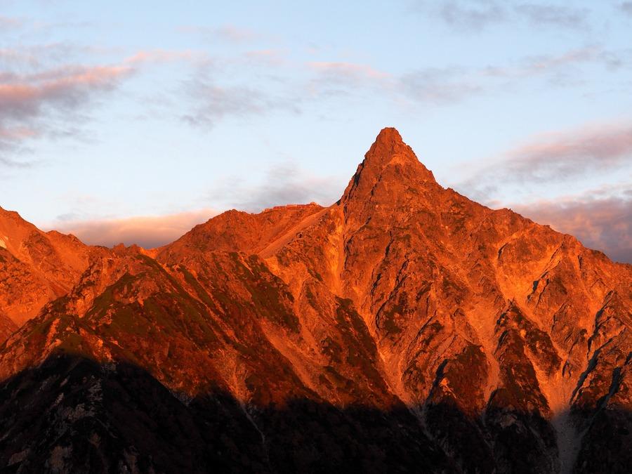 モルゲンロートとは?登山用語の意味や現象がみられるスポットを紹介