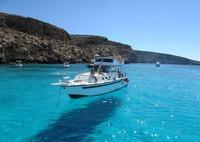 ランペドゥーザ島はイタリアの船が浮いて見える絶景スポット!