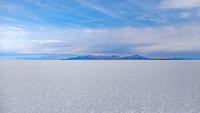 ウユニ塩湖(ボリビア)への行き方は?ベストシーズンやホテルも紹介