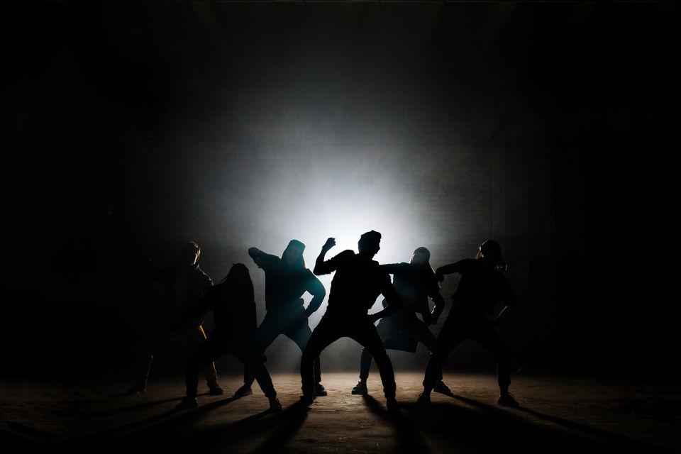ポップダンスとは? その特徴や流派まとめ。基礎の動き・練習方法も紹介