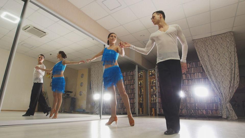 社交ダンス(ルンバ)の衣装の選び方!参考コーデ、おすすめECショップも