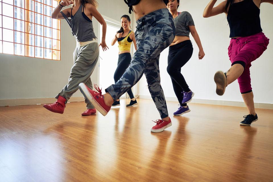 動画で学ぶダンスステップ「スポンジボブ」!ポップコーンとの違いや練習方法を紹介