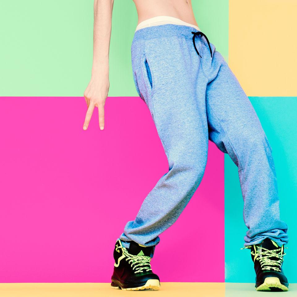 ダンスに最適!おすすめレディースパンツ11選|最新アイテムをジャンル別で
