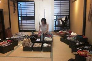 京都HABUの開店準備のために帰国、ripinで作業中の植木さん