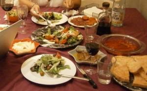 週末は友達の家で、食事に招かれることが多い(バルセロナで)