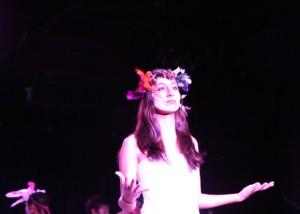 自作の詩「気がついたの」を演じるソニア photo by Kaori Sakagami