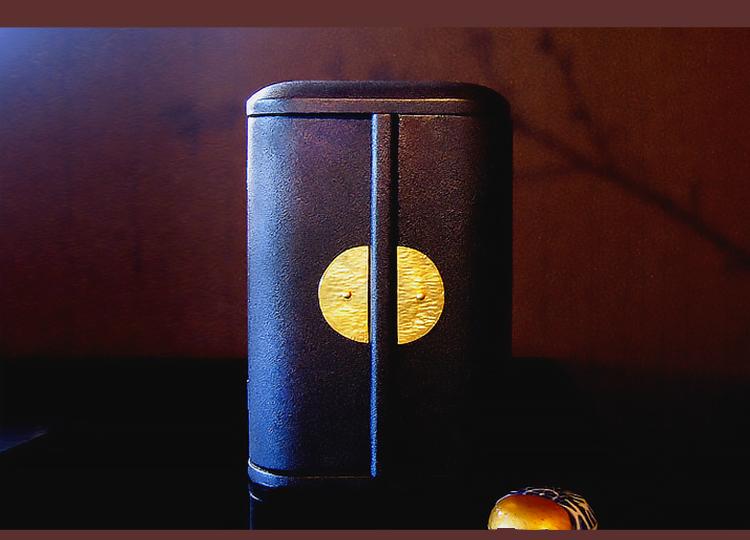厨子仏壇「日輪(にちりん)」蒔き地漆 黒 特徴