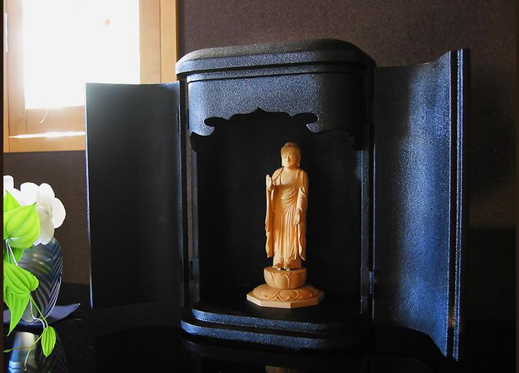 厨子仏壇「日輪(にちりん)」蒔き地漆黒 特徴