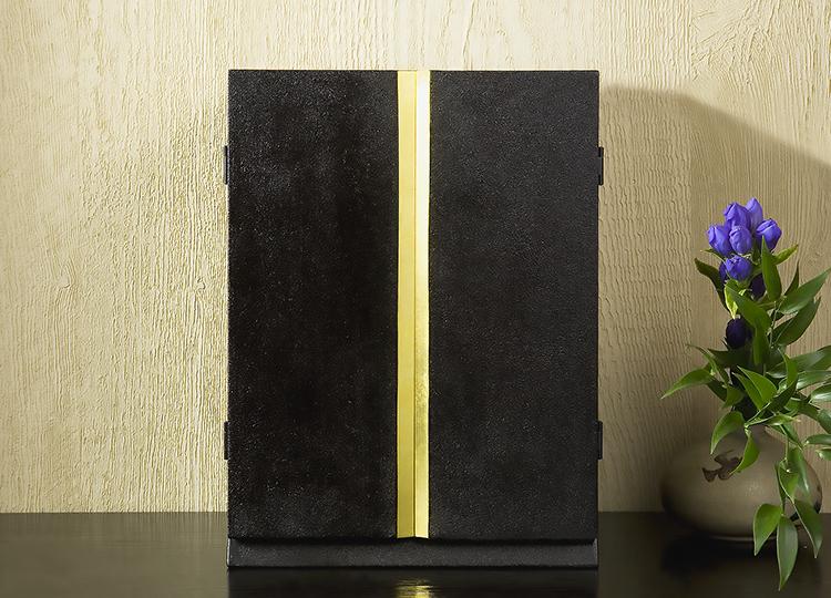 厨子仏壇「月輪(げつりん)」蒔き地漆 黒 特徴