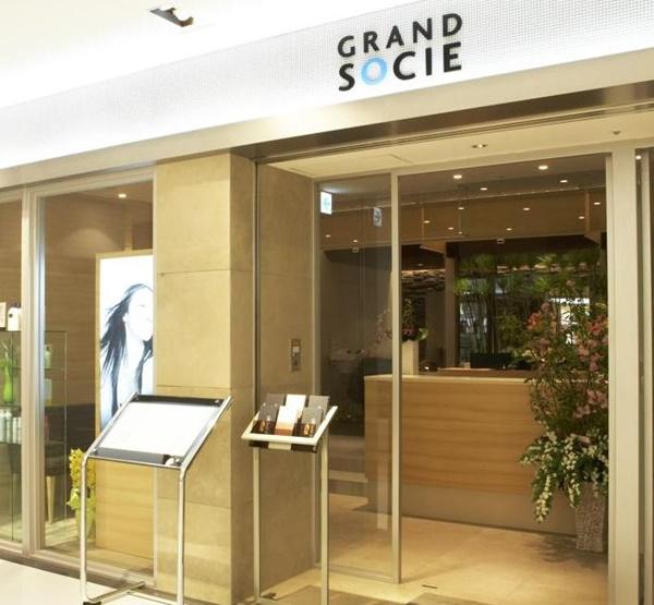 新横浜店 グランドソシエの店内を解説した画像。