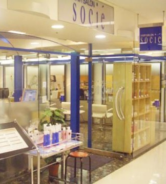 溝の口店 ヘアーサロン ソシエの店内を解説した画像。