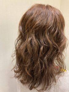 ウェーブパーマのパーマのヘアカタログ・ヘアスタイル・髪型のイメージ・テイスト画像