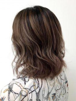 【艶髪と白髪ぼかし】40-50代 カット+ハイライト+髪質改善¥17,171~¥20,251のイメージ画像