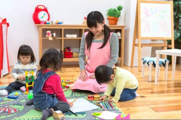 延長保育の内容は?保育園と幼稚園の時間や利用するメリット