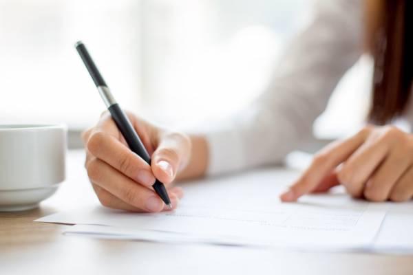 保育園に提出する就労証明書とは?形式の具体例や書き方のポイント