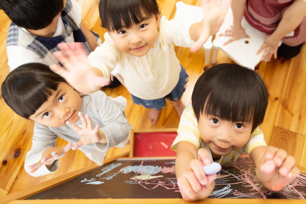 待機児童は1.2万人に減少!ただし隠れ待機児童も多くゼロまでは遠い