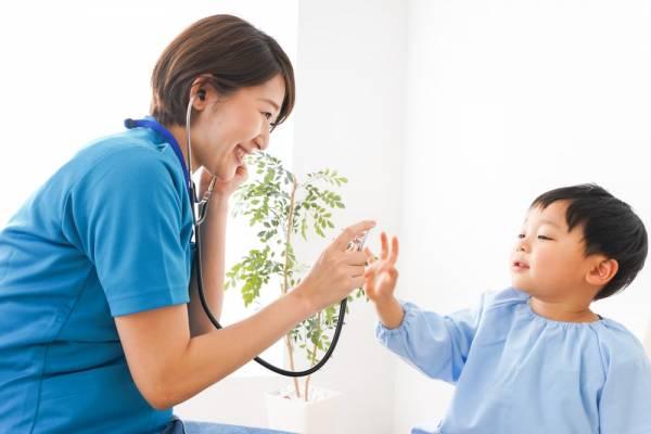 保育園で働く看護師の役割とは?仕事内容や平均給与、業務上の悩み