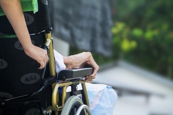 介護離職を避ける知恵 - 親と自分の人生を大切にするために 介護体制をどうつくるか?(前編)