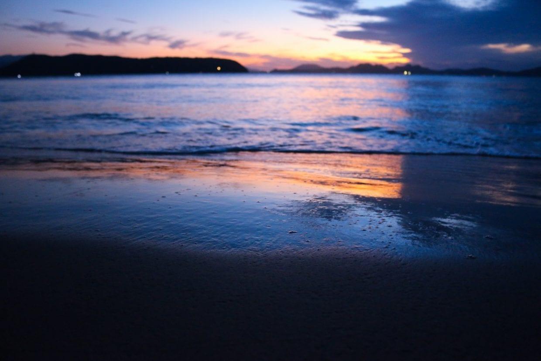 夕暮れの海の中道