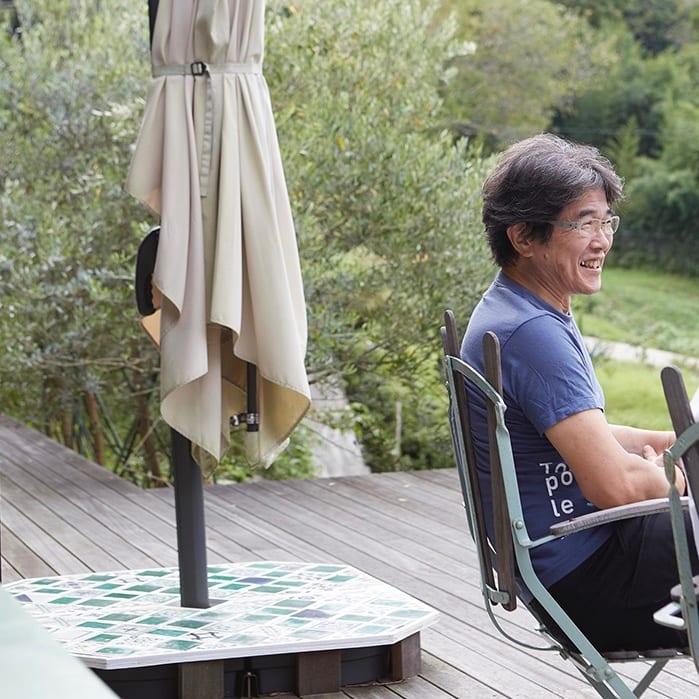 ▲廣澤康正さん。着ているTシャツは自転車乗りが蔵主の岡山の酒蔵「酒一筋」のもの。ここまで自転車!