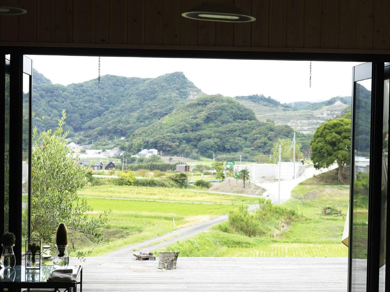 ▲リビングのフランス窓から広がる風景