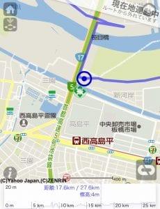 右下の「現在地連動モード」アイコンをタップすると、緑の現在地を中心に地図が移動する。緑色の◇記号が自分の現在地。コースから外れていることがわかる。 ルートから外れた場合は、右上に「ルートから外れています」と表示される。