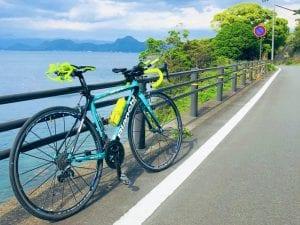 左手に海と富士山を眺めながらライドできる大瀬崎/Photo:mizu