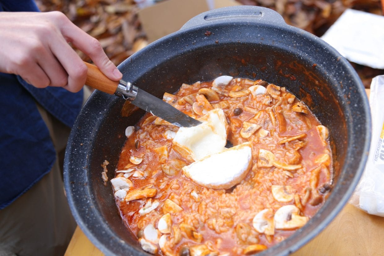 デイキャンプの醍醐味、キャンプ飯!登山用の山飯レシピやクックパッドを見ながらあれこれ試しています。調理器具さえあれば意外と色んな料理を作ることができるのです。photo:神楽坂つむり