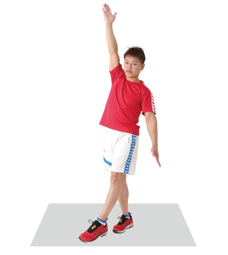 時計の針のように伸ばした右手と左足を動かしてバランスを取る