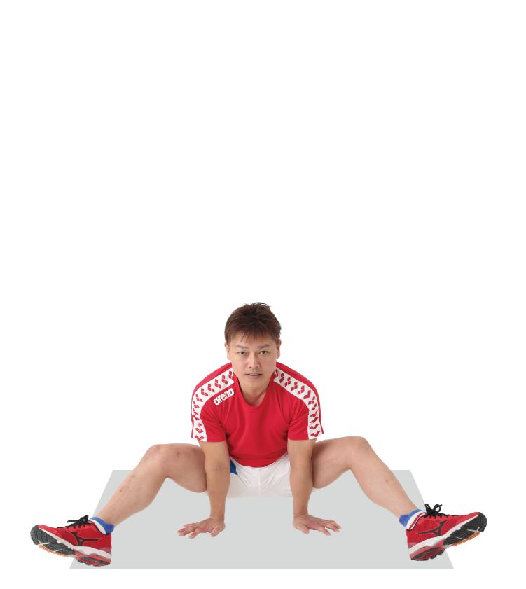 足を伸ばすのが難しい場合は膝を曲げてもよい