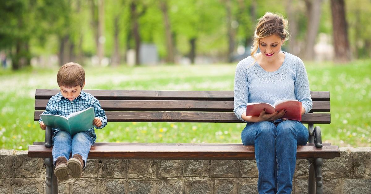 読み聞かせはいつまで? 子どもにとってベストな卒業時期&ひとり読みへ上手に導くコツ