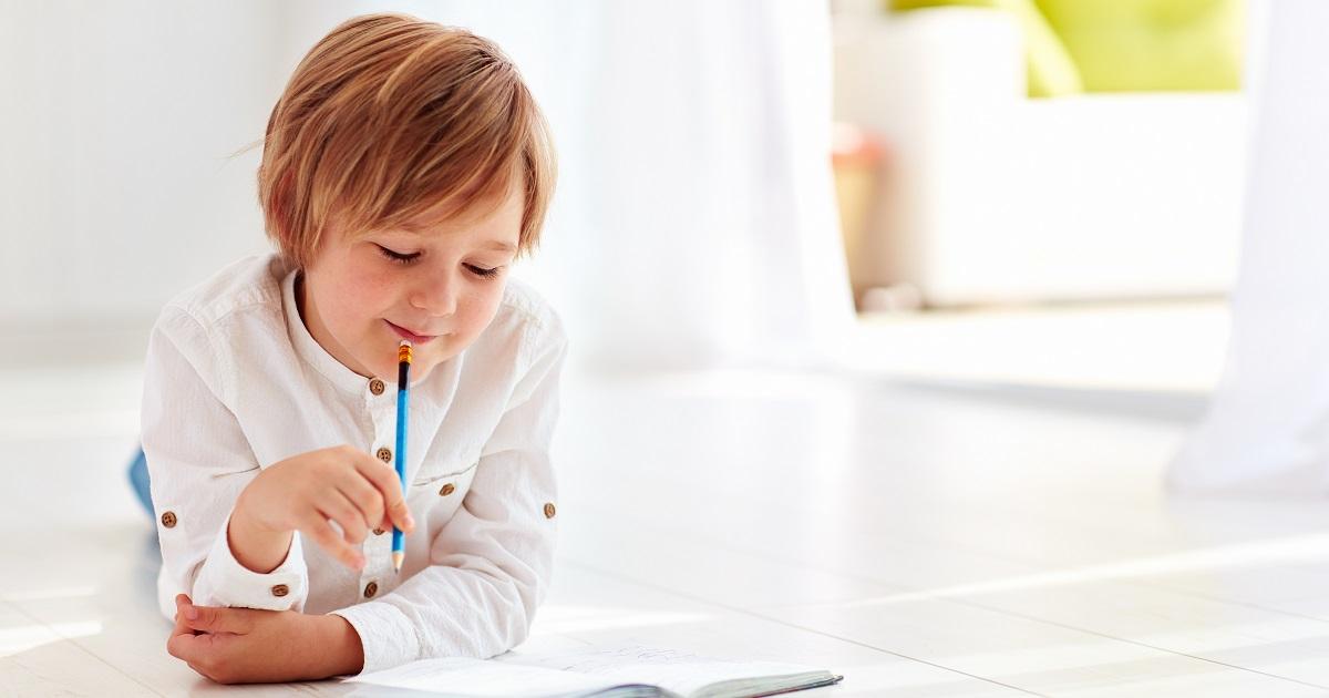 宿題の定番「日記」を家庭でグレードアップ。書く力・基礎学力が伸びる「親子日記」の魅力