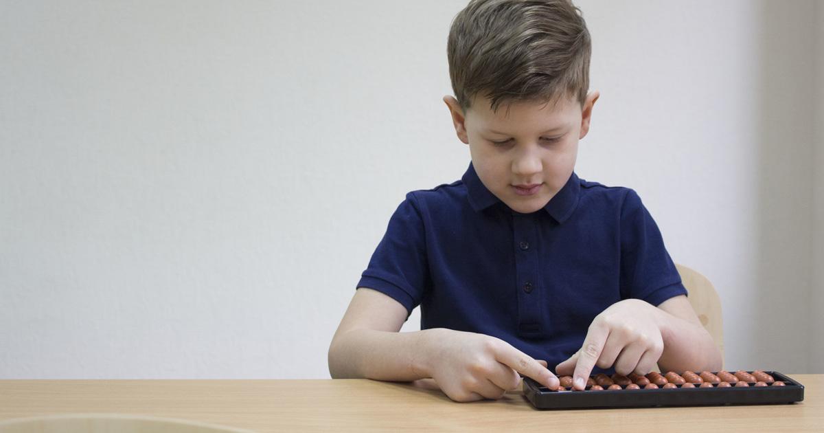 子どもにそろばんを習わせる5つのメリット。リーズナブルだけど脳への効果は抜群!