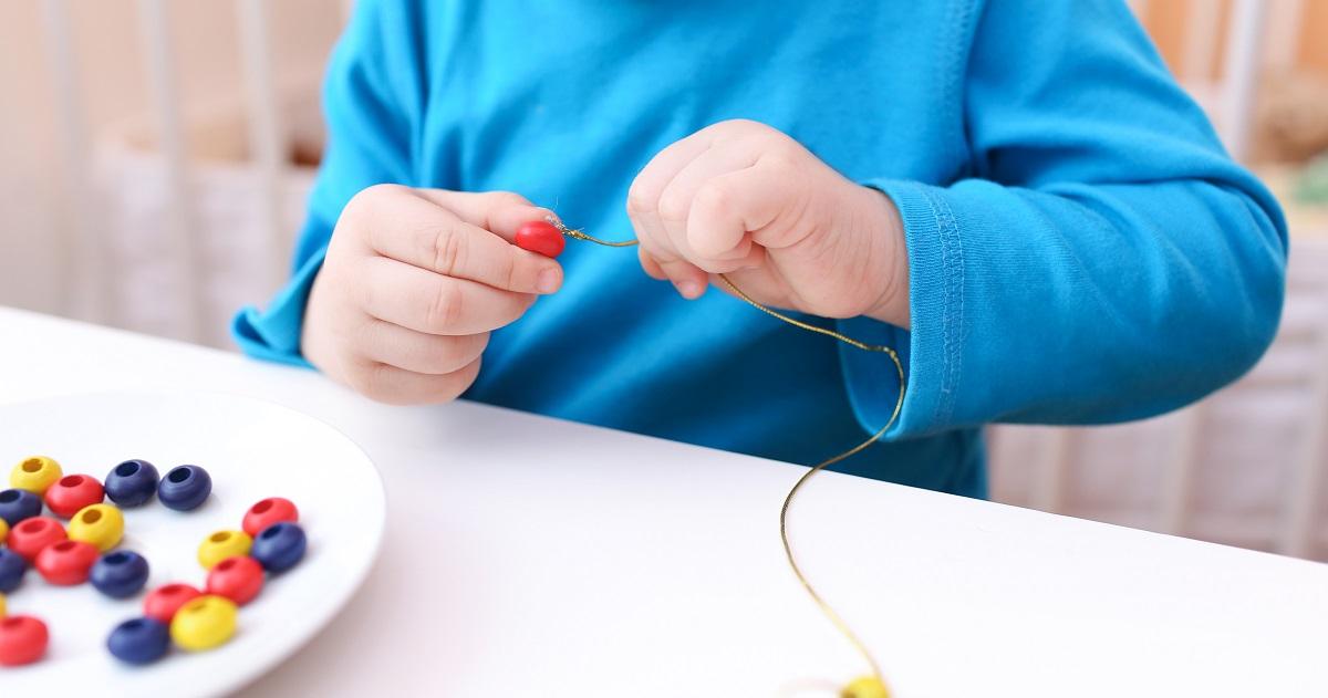 頭が良くなるって本当? 脳が育つ「指先を使った遊び」の効果。【幼少期におすすめの遊び4選】