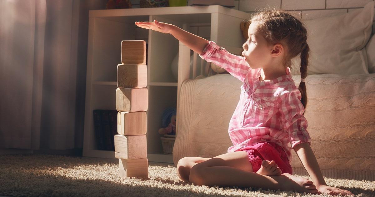 """集中力が鍛えられる一人遊び。子どもの思考をストップさせる""""ひと言""""に気をつけて!"""
