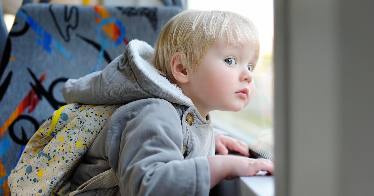 移動中に子どもが騒いだら!? 想像力や質問力、伝える力を鍛える知育遊び【幼稚園~小学生】