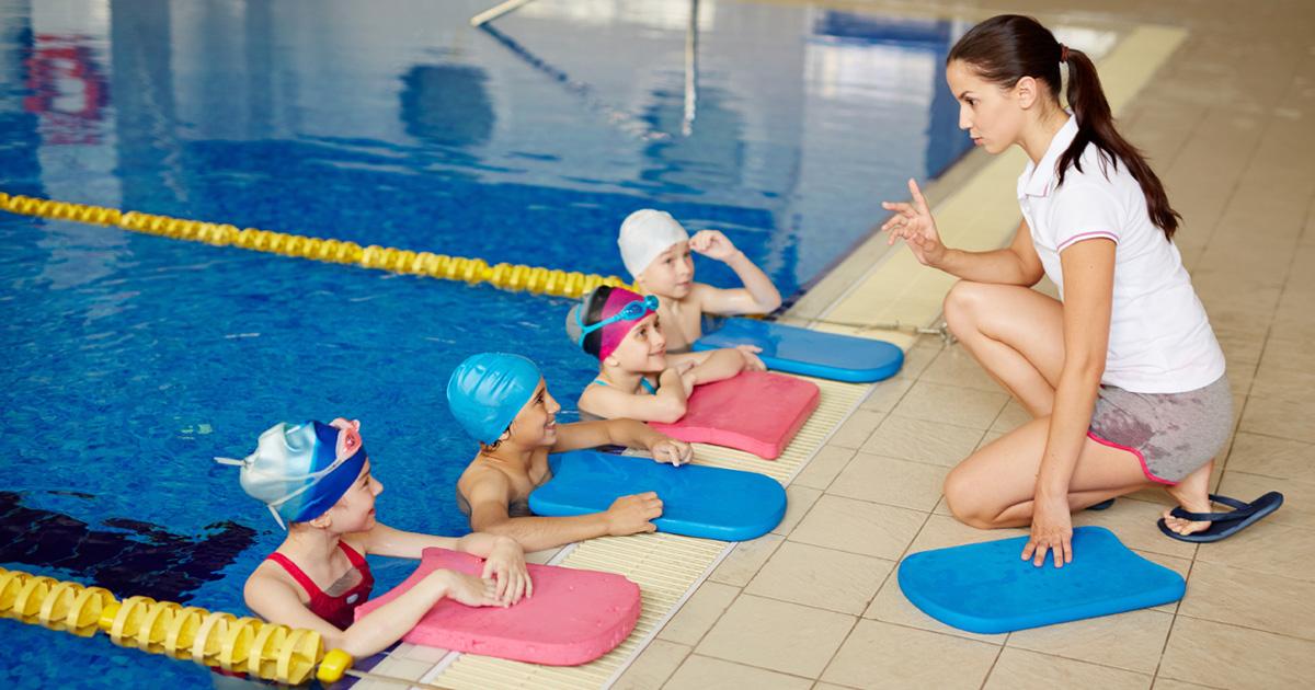 子どもの習い事として大人気の水泳。空間認識能力を高められると考えられています。