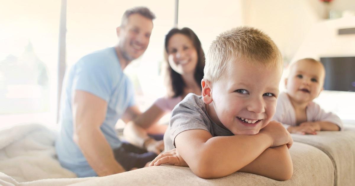夫婦の会話は子どもの対人スキルを左右する! 「自己肯定感」と「自己重要感」を高める3つの言葉