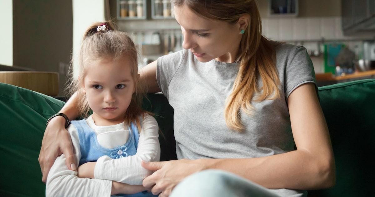 【子どものストレス原因・症状・対処法】不安な気持ちを表現できない幼少期のSOSサインに注意