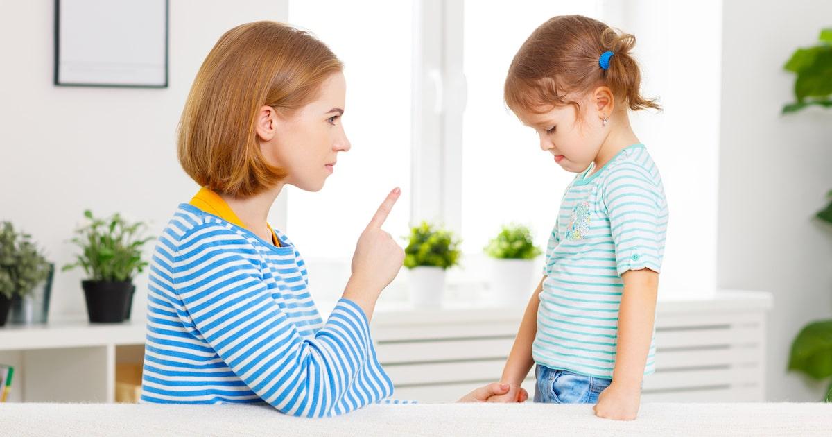 """子どもの自己肯定感が低下する「ダブルバインド」。""""条件付きの愛"""" は危険です"""
