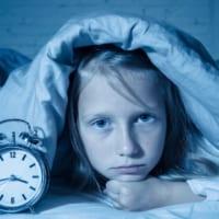 子どもの睡眠時間が足りない……。心身の健康のために親がしてあげられること