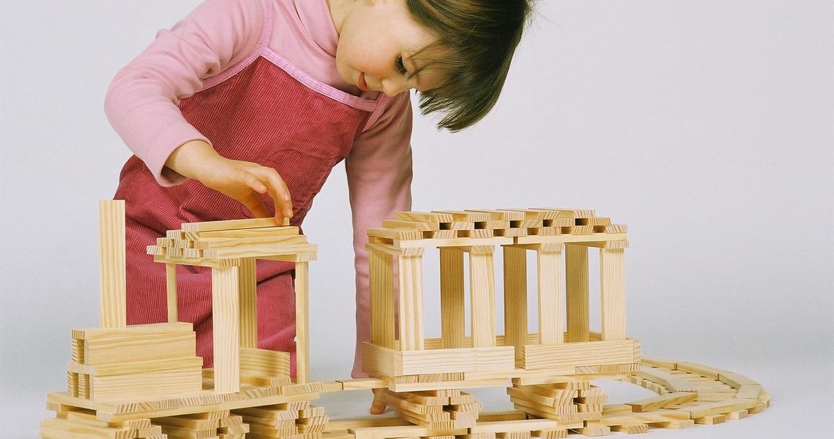 論理的思考力・創造力・集中力を鍛えるKAPLA®ブロックで遊ぶと「心も育つ!」
