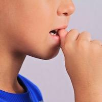 爪噛みの原因と対処法EC