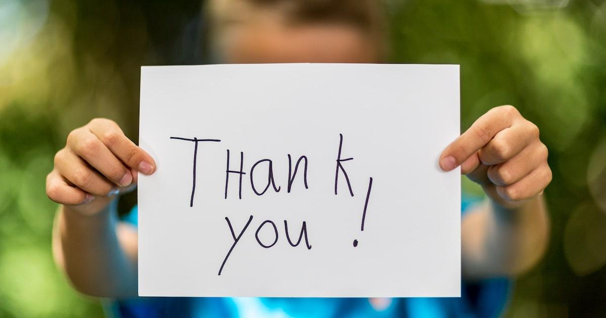 """「ありがとう!」で子どもの自己肯定感が上がるワケ。幸福度が高い人は """"感謝の心"""" をもっている"""