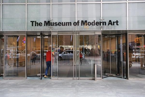 ニューヨーク近代美術館の入り口