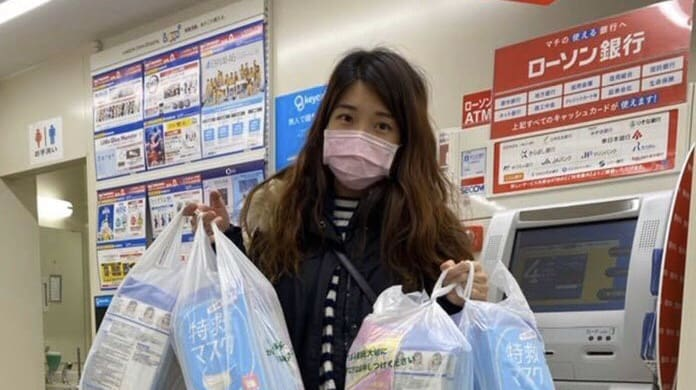 District Councilor Shops 4 Bags of Face Masks from Japan for Hong Kongers In-need