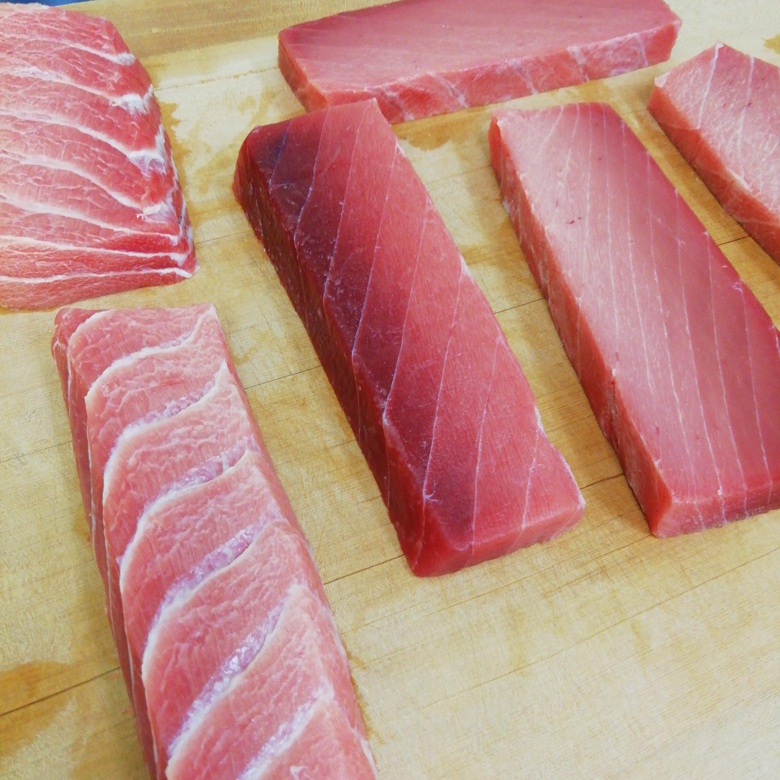 鉄板‼️ 上物マグロ2種(上赤身、中トロ)セット 上物マグロ120g以上×2(上赤身、中トロ) 魚介類/マグロ通販
