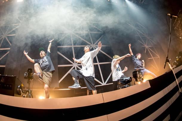 『10th Anniversary Live』 photo by yaotakeshi