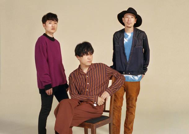 L→R 金澤ダイスケ(Key)、山内総一郎(Vo&Gu)、加藤慎一(Ba)