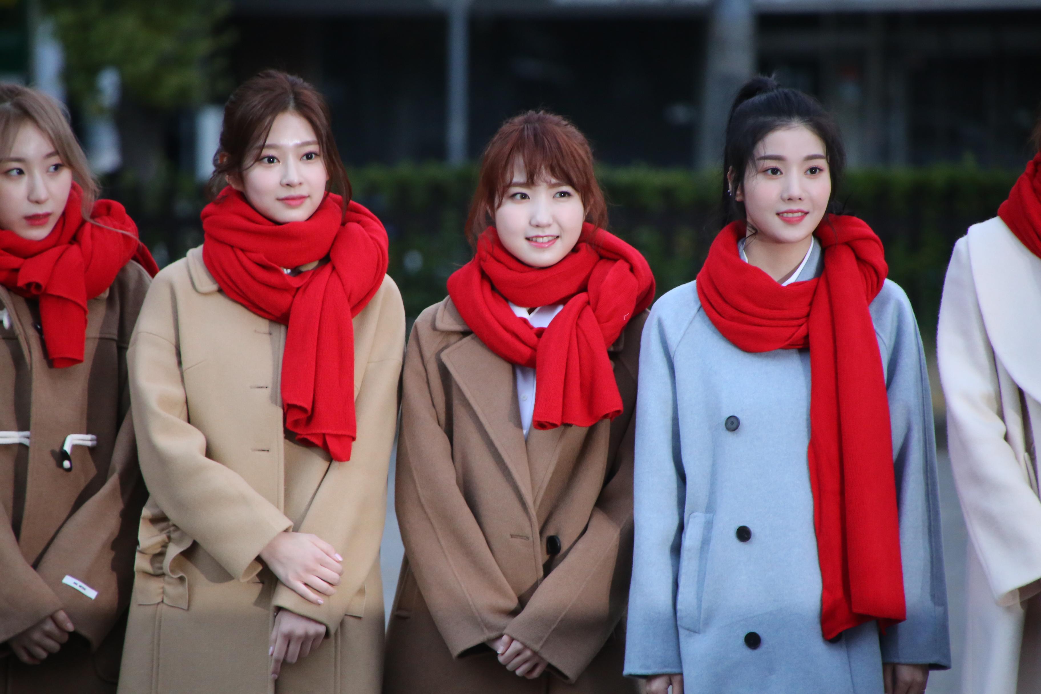 本田仁美(右から2番目)